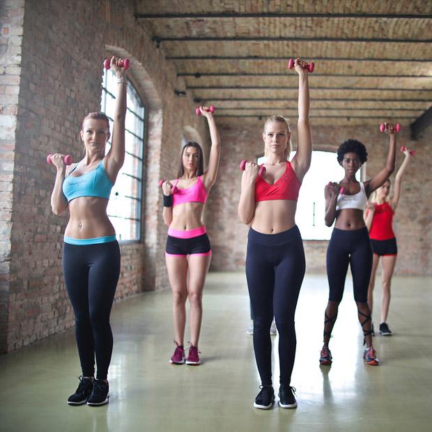 eclairage-terrain-de-salle-interieure-sport-fitness